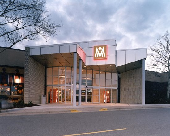 For non-outlet shopping, we have also provided a separate list of 44 traditional shopping malls near East Lansing, MI. Outlet Malls near East Lansing, MI Below is the address, phone number, and store count for each outlet mall near East Lansing, MI.