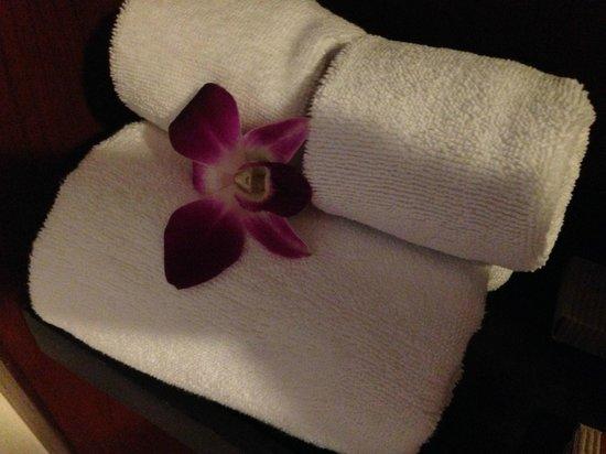 La Flora Resort Patong: Badrummet