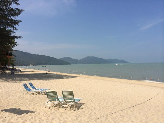 PARKROYAL Penang Resort, Malaysia: Beach fronting the hotel.