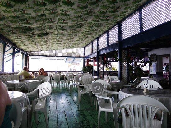 Fisherman's Pub: inside