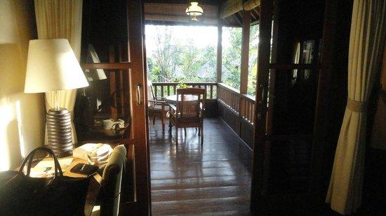 Ananda Cottages: La chambre et la terrasse