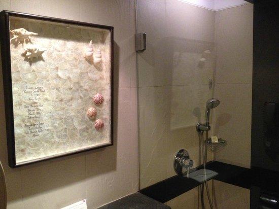 The Zuri White Sands Goa Resort & Casino: Bath and Shower