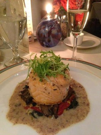 La Ferme Restaurant: Salmon Tournedo over Fall Vegetables