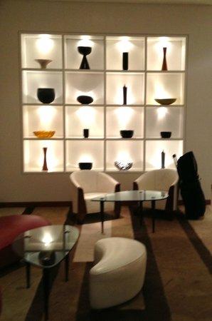 COMO Metropolitan London : Modern Lounge off the Lobby