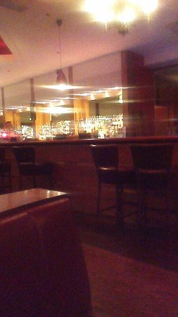 Royal Exeter Hotel: cocktail bar
