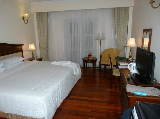 Saigon -  Dalat: large room with bed 8' wide