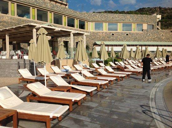 Daios Cove Luxury Resort & Villas: pool area