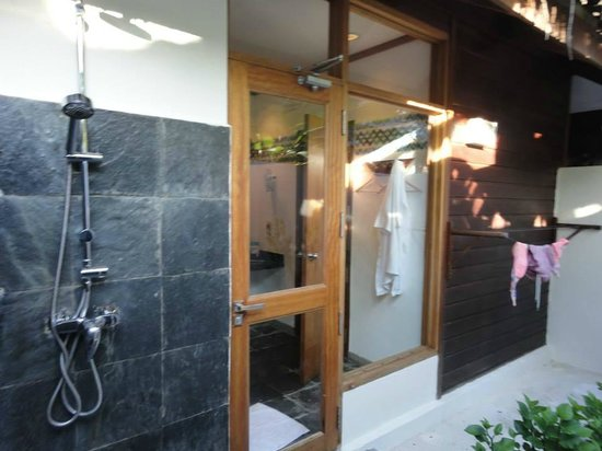 Kuramathi Island Resort: Patio trasero