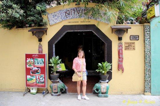 An Vien Restaurant: En la entrada del restaurante