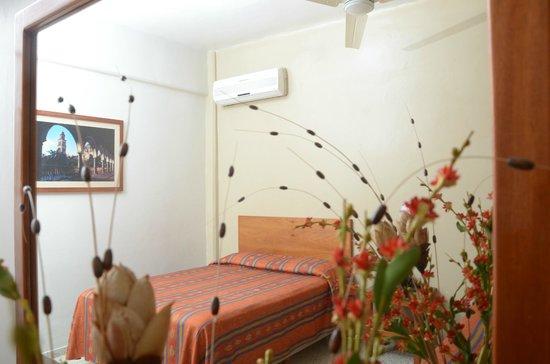Hotel Delfines: Ventilador de techo en todas nuestras habitaciones y aire acondicionado en la mayoría.