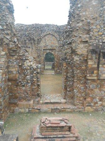 Ghiyasuddin Balban Tomb balban tomb - Photo de...