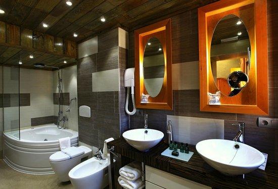Palacio de la Serna: baño habitacion doble superior