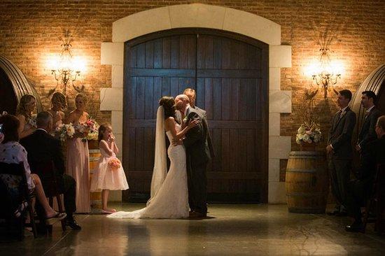 Weddings at Delaney Vineyards