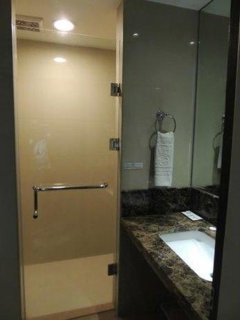 Grand Sakura Hotel: bathroom