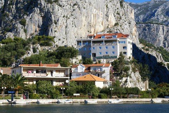 Hotel Villa Dvor: hotel vu de la ville