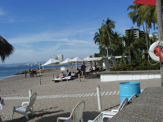 Sheraton Buganvilias Resort & Convention Center: Beach In front of Hotel