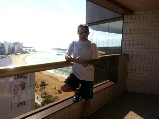 Quality Suites Vila Velha : Dia lindo de praia da varanda de um quarto lateral do Quality