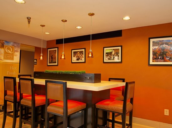 Baymont Inn & Suites: Community Table