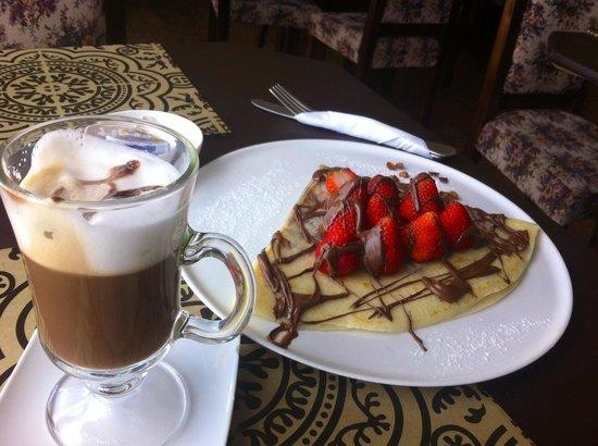 Creperia Cafe & Te : Quizás no es la mejor fotografía, pero es el mejor Crepe que he probado...recomendado 100%