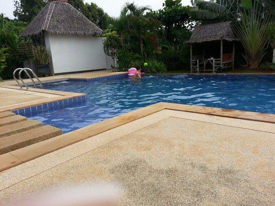 Noppharat Resort: Piscine