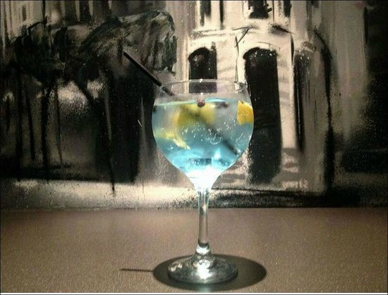 Louise Se Va_ Sitges: una copa al caer la noche