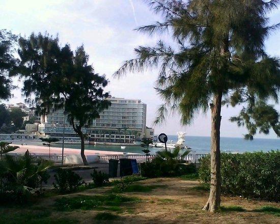 Helnan Palestine Hotel : Вид на отель во время одной из прогулок в районе отеля