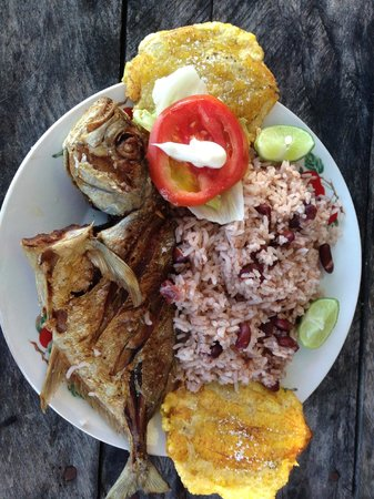 Habla Ya Spanischschule, Campus Bocas del Toro: Lunch at the beach