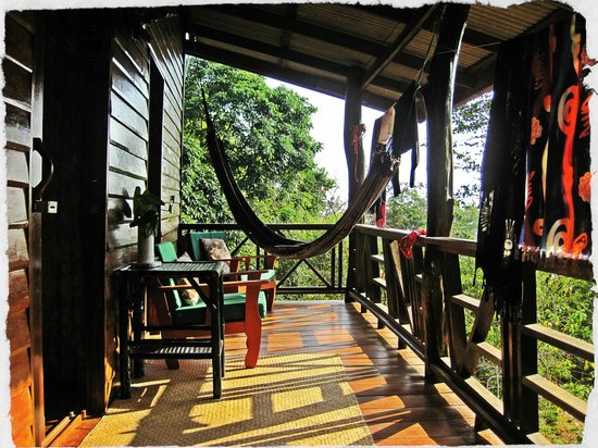Koh Jum Oonlee Bungalows: Balcony with garden and sea views