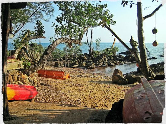 Koh Jum Oonlee Bungalows: Beach Swing