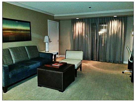 DoubleTree by Hilton Hotel Sonoma Wine Country: Livingroom Suite