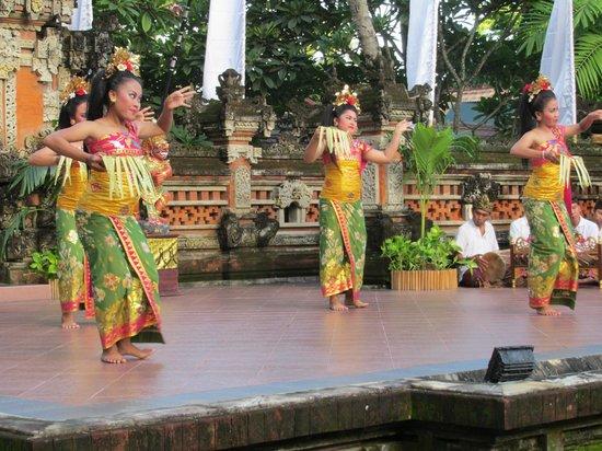 Prama Sanur Beach Bali : dinner show