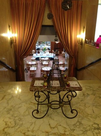 Hôtel Le Littré : Hall de entrada e restaurante