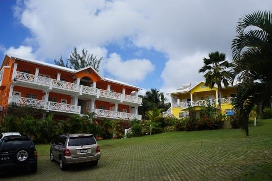 Beachcombers Hotel: территория отеля