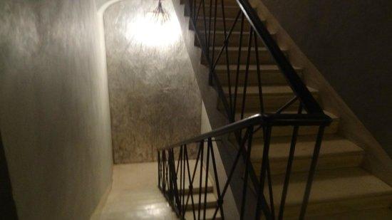 The Opera Hotel: Escada para acesso a recepção