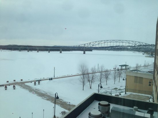 Grand Harbor Resort and Waterpark: River view from room in winter