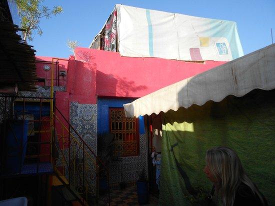 Hostel Riad Marrakech Rouge : tenda-camera in terrazza