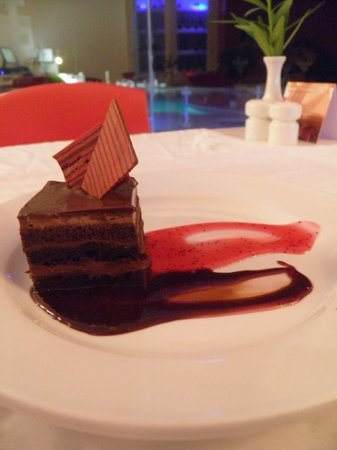 Bel Air Collection Resort & Spa Cancun: pastel de chocolate