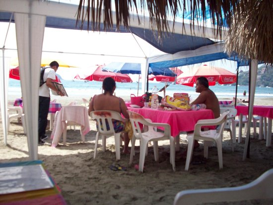 La Palapa: lively beach lunch