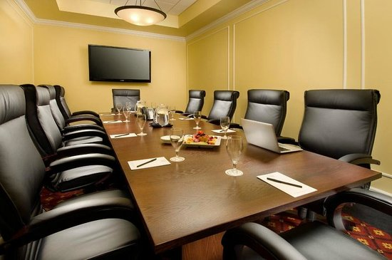 The Point Hotel & Suites: Executive Boardroom