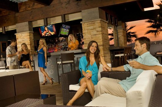 The Point Hotel & Suites: Cabana Bar & Grille