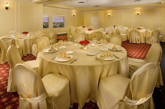 The Point Hotel & Suites: Banquet Room