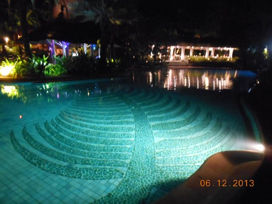 Anantara Hua Hin Resort: la piscine principale de nuit