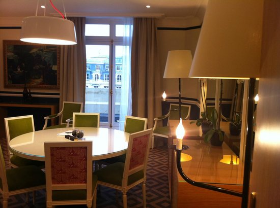 Fraser Suites Le Claridge Champs-Elysees: Dining area
