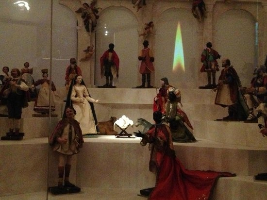 Imperia, إيطاليا: le meravigliose statuine lignee