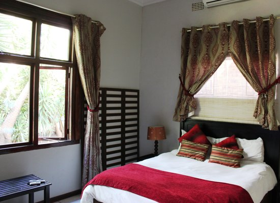 House on York : Jacaranda Main Bedroom