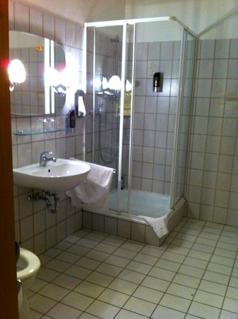 Bundt's Gartenrestaurant Hotel Cafe: Riesiges Bad