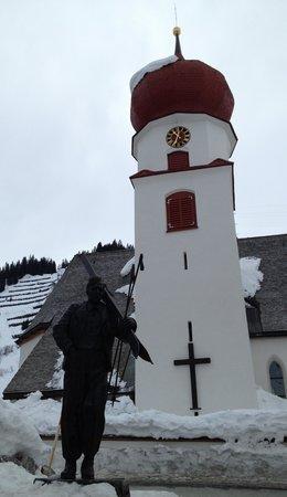 Hotel Mondschein: Hannes Schneider Olympic Champion from Stuben