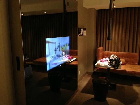 SLS Hotel at Beverly Hills: Room TV in glass
