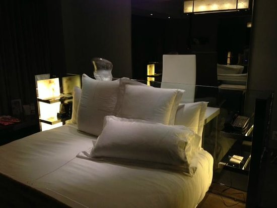 SLS Hotel, A Luxury Collection Hotel, Beverly Hills: Standard Bedroom