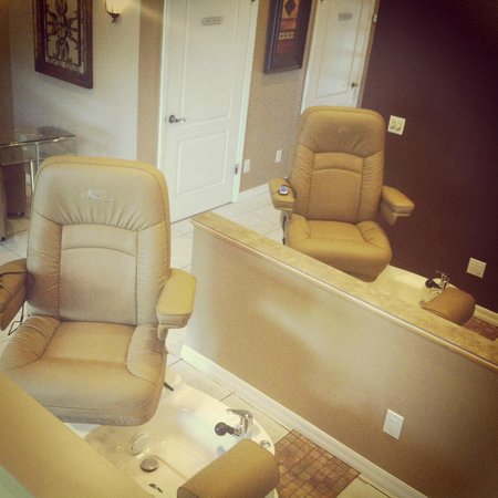 Remedy Spa at Pelican Bay: Side by Side Spa Pedicures